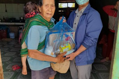 Trưa ngày 04 tháng 02 năm 2021 Chi bộ, tập thể trường THCS Hòa An đến thăm và chúc tết một số hộ gia đình đồng bào khó khăn Buôn Kmrưng, Xã Hòa An.